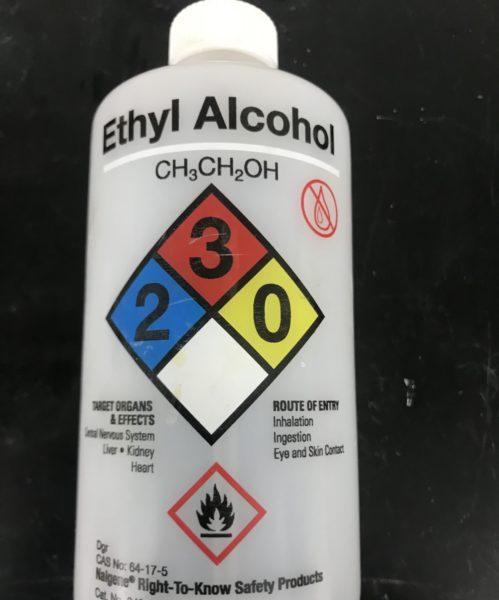 お酒や消毒液の成分であるエタノールは一種の猛毒で殺菌剤としても使用
